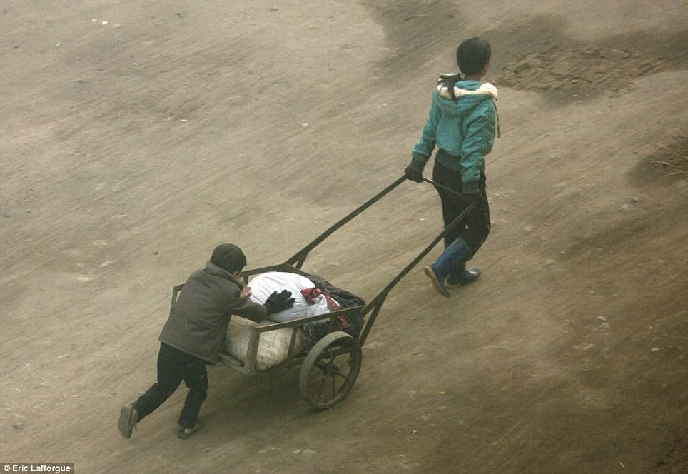 insideNorthKorea16 Запрещенные фотографии — Северная Корея, снятая скрытой камерой