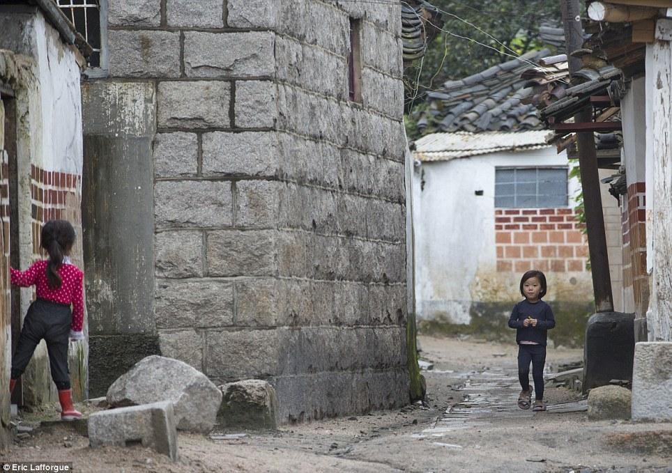 insideNorthKorea18 Запрещенные фотографии — Северная Корея, снятая скрытой камерой