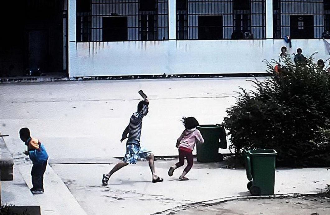 napadenie v shkole 1 Мужчина с ножом напал на школьников в Китае