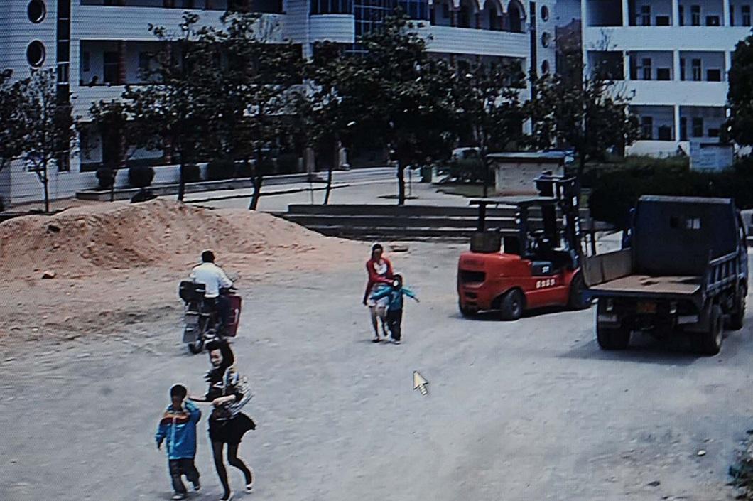napadenie v shkole 6 Мужчина с ножом напал на школьников в Китае