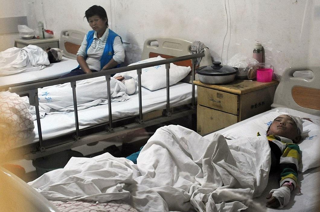 napadenie v shkole 7 Мужчина с ножом напал на школьников в Китае