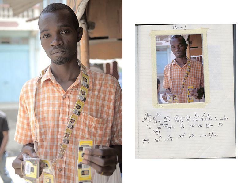 Бен продает сим-карты по 100 шиллингов за каждую для кенийско/английской телефонной компании.