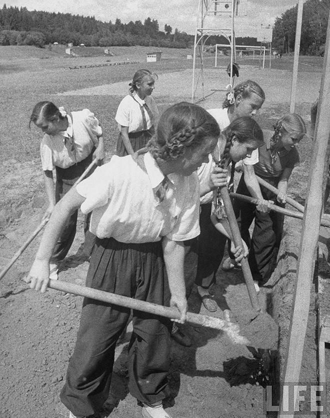 ByLarsen18 Москвички в 1956 году