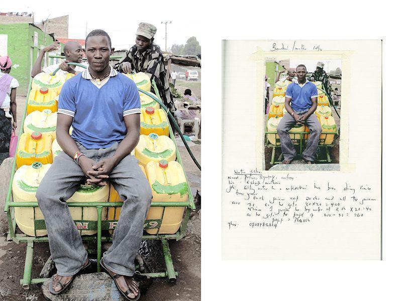 Питер Бонифейс, сидя на своей тележке «Кокотени». Он продает водяные канистры по 20 шиллингов за канистру, в трущобах Матаре на площади Истлейт, Кариобиджи в восточной Найроби. Он зарабатывает 360 шиллингов за тележку.