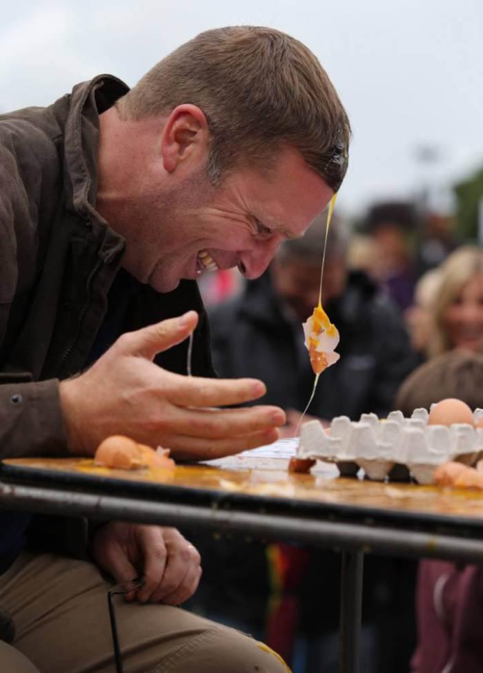 EggThrowing06 Британцы провели мировой чемпионат по метанию яиц