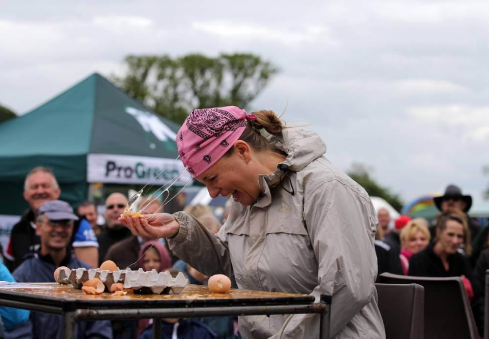 EggThrowing08 Британцы провели мировой чемпионат по метанию яиц