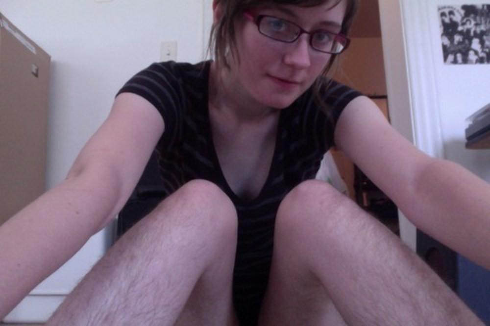 Волосатые ноги женские смотреть на видео моему