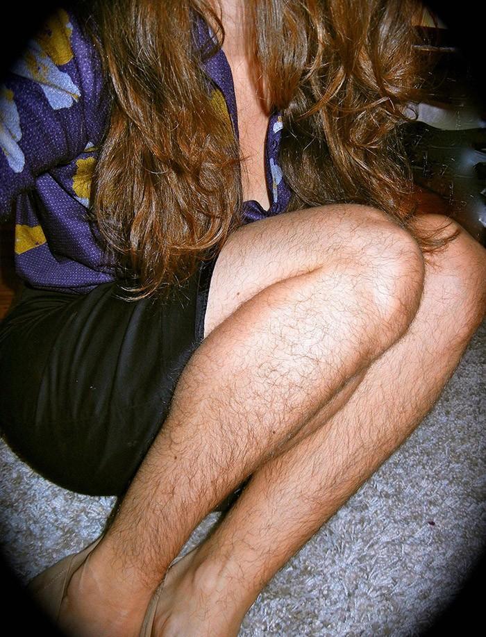 Hairylegsclub10 Тысячи женщин перестали брить ноги и вступили в «Клуб волосатых женских ног»