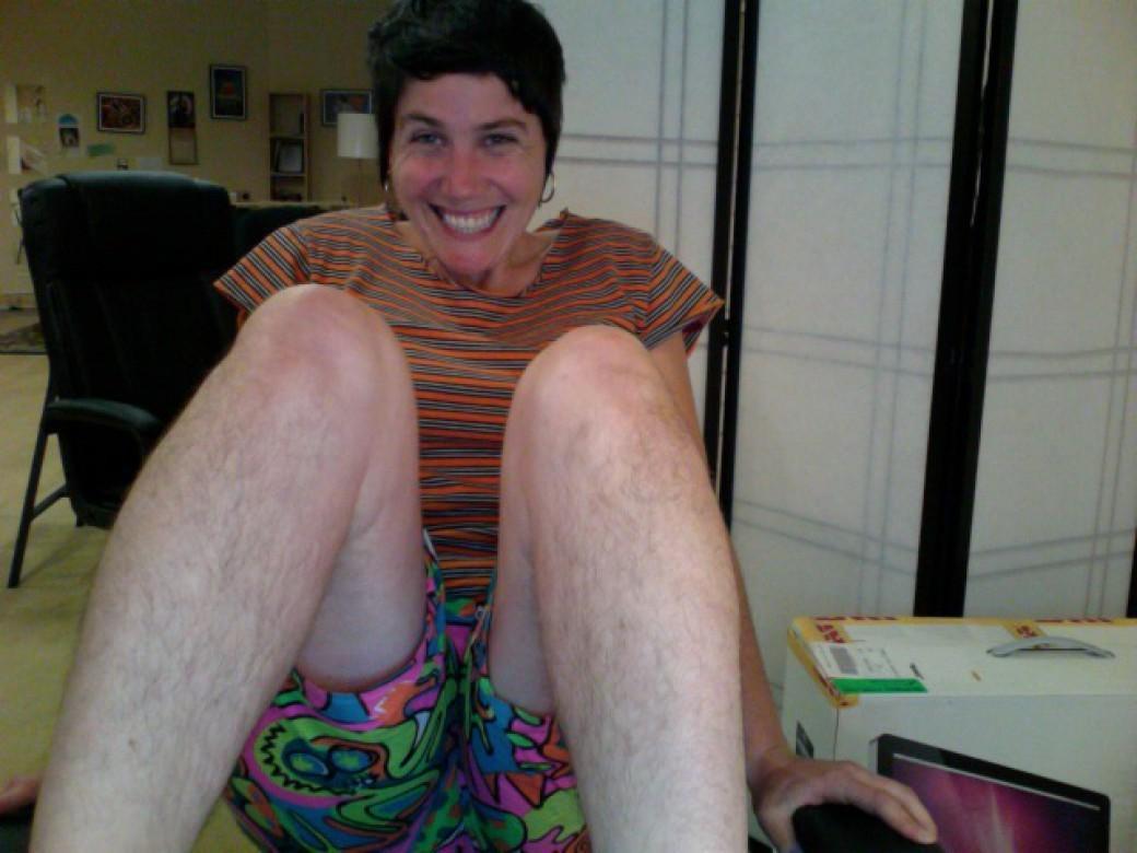 Hairylegsclub12 Тысячи женщин перестали брить ноги и вступили в «Клуб волосатых женских ног»