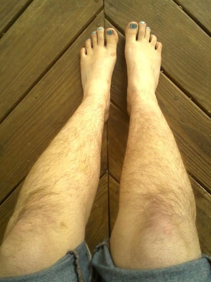 Hairylegsclub14 Тысячи женщин перестали брить ноги и вступили в «Клуб волосатых женских ног»