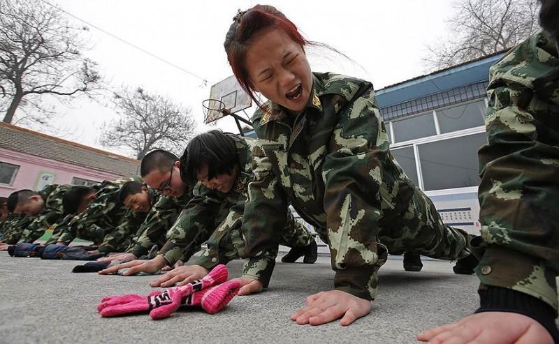 KyungHoon01 800x493 В Китае с интернет зависимостью борются строевой подготовкой