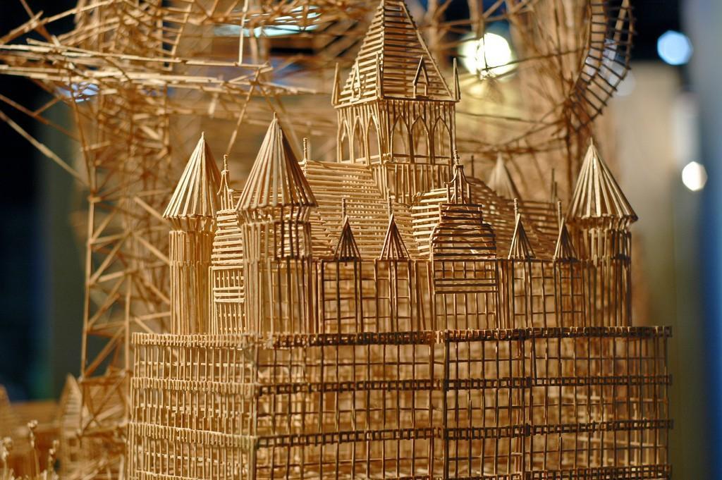 Toothpicks04 Отгадайте, что можно построить из зубочисток