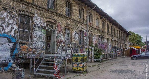Заброшенный дом в Берлине и квартиры сквоттеров