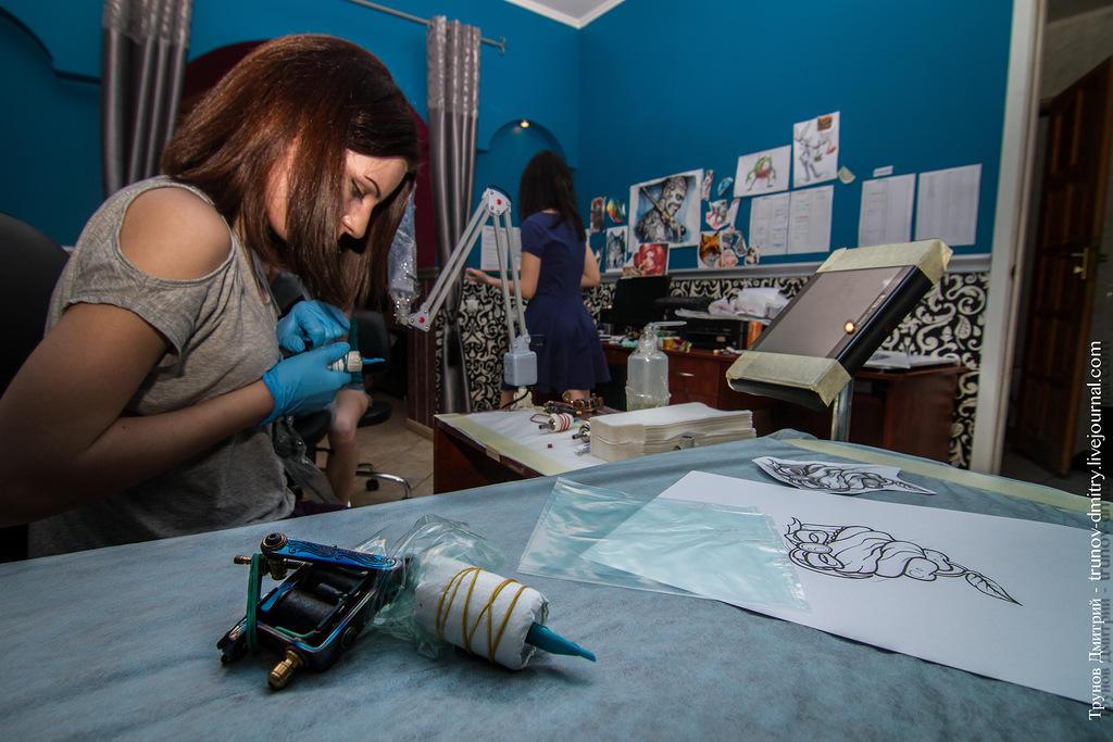 kdink02 Как делается татуировка — специально для девушек