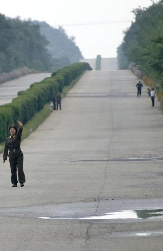 13 586907 520x800 Запрещенные фотографии — Северная Корея, снятая скрытой камерой