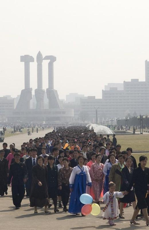 8 586902 520x800 Запрещенные фотографии — Северная Корея, снятая скрытой камерой