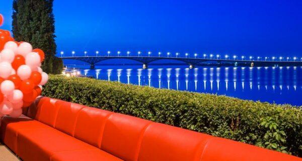 Самый длинный в мире диван из Саратова