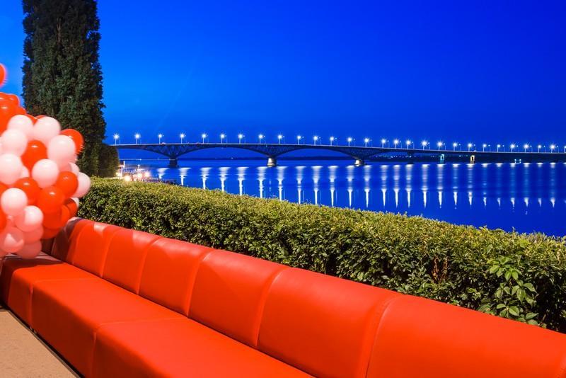 couch00 Самый длинный в мире диван из Саратова