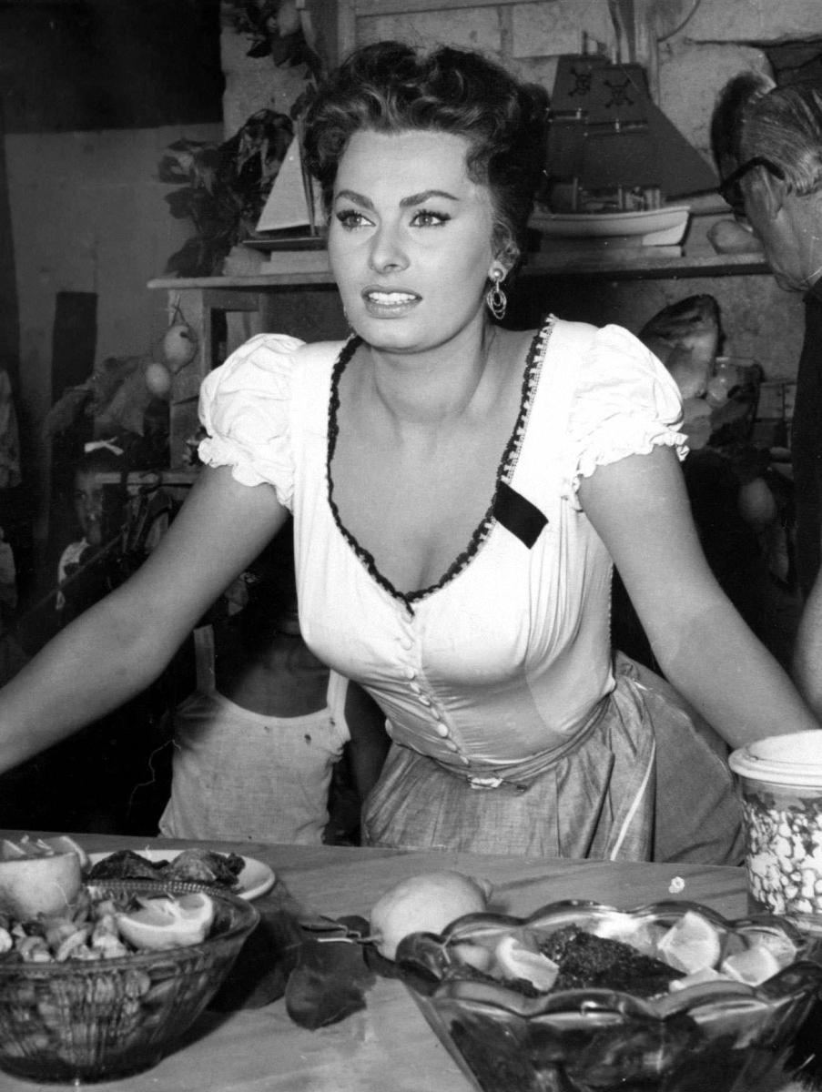 015 Самой красивой итальянке Софи Лорен 80 лет
