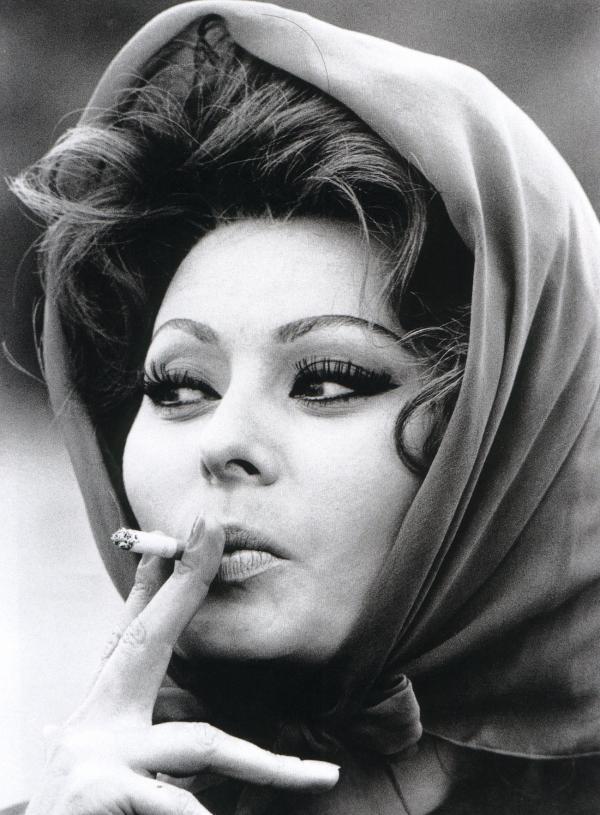 033 Самой красивой итальянке Софи Лорен 80 лет