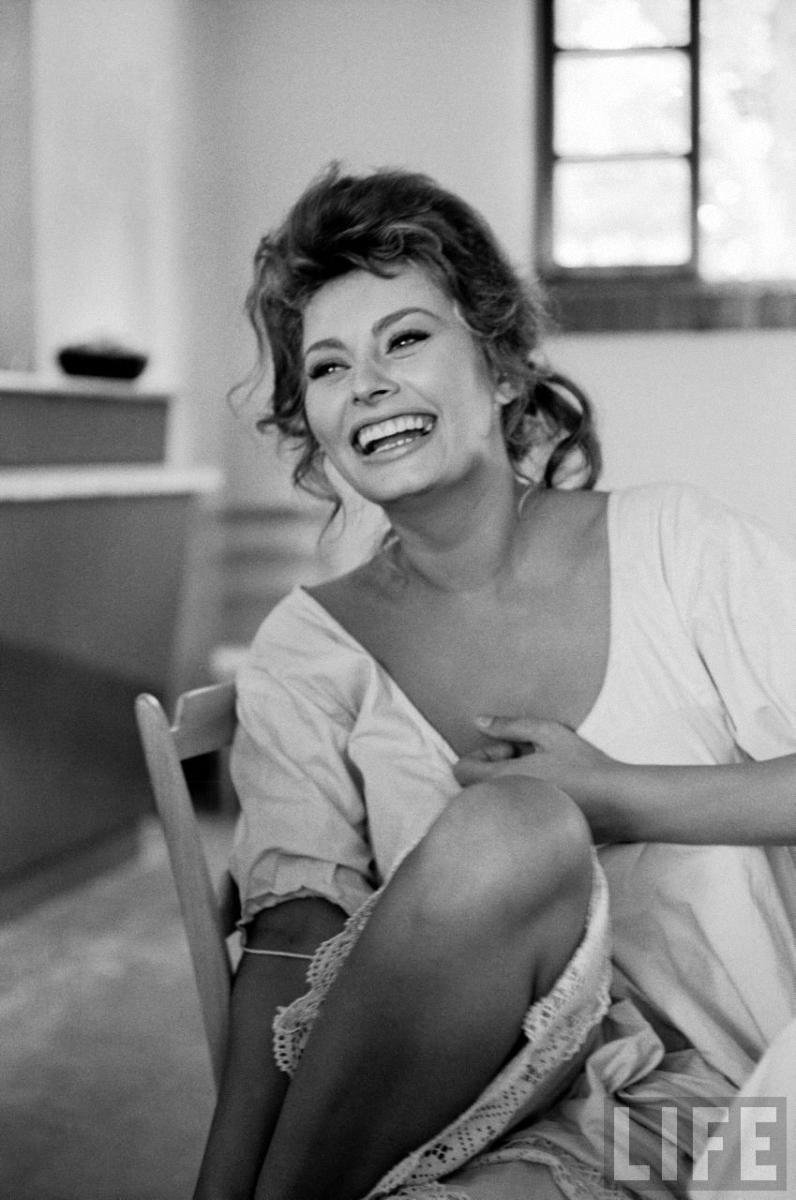 036 Самой красивой итальянке Софи Лорен 80 лет