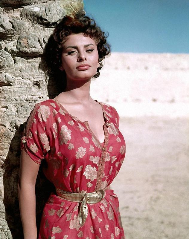 052 Самой красивой итальянке Софи Лорен 80 лет
