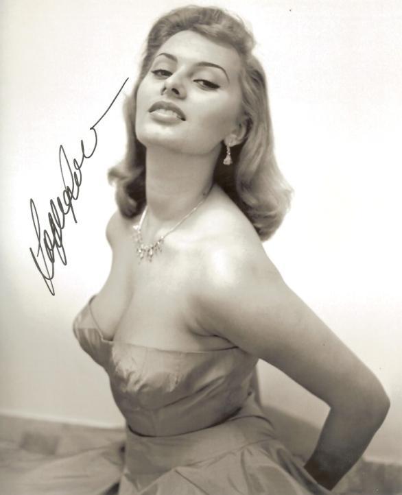 071 Самой красивой итальянке Софи Лорен 80 лет