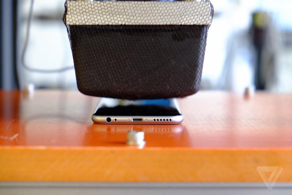 Appletortures02 Камера пыток для iPhone 6