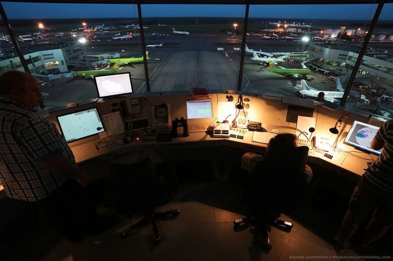 DMEtower17 800x532 Как работают авиадиспетчеры