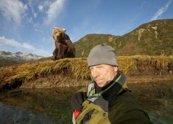 1. Когда медведь от тебя в двух шагах