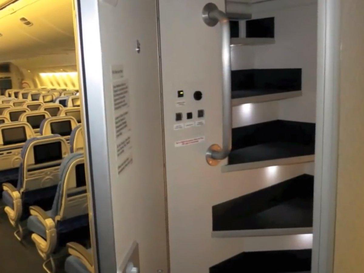 Boeingrestroom05 Тайная комната в пассажирских Боингах