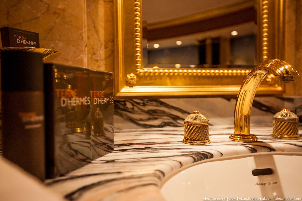 BurjAlArab27 ouro para xeques e oligarcas: o quarto mais caro no hotel Burj Al Arab sete estrelas