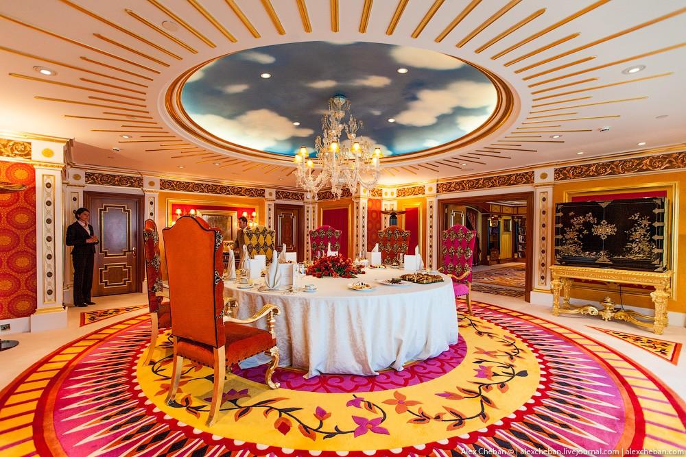 BurjAlArab41 ouro para xeques e oligarcas: o quarto mais caro no hotel Burj Al Arab sete estrelas