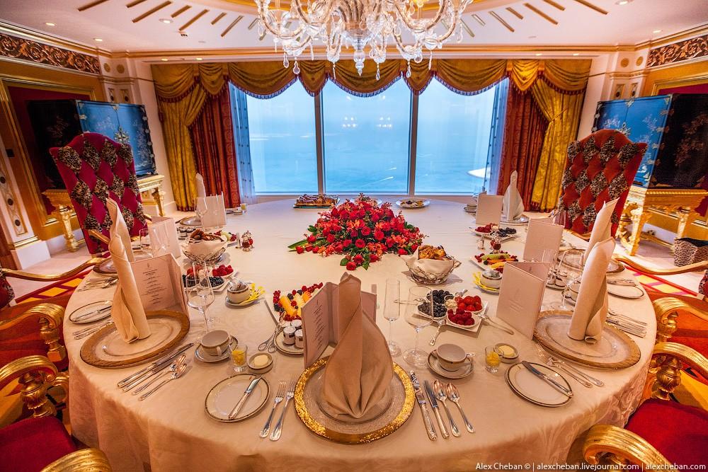 BurjAlArab42 ouro para xeques e oligarcas: o quarto mais caro no hotel Burj Al Arab sete estrelas