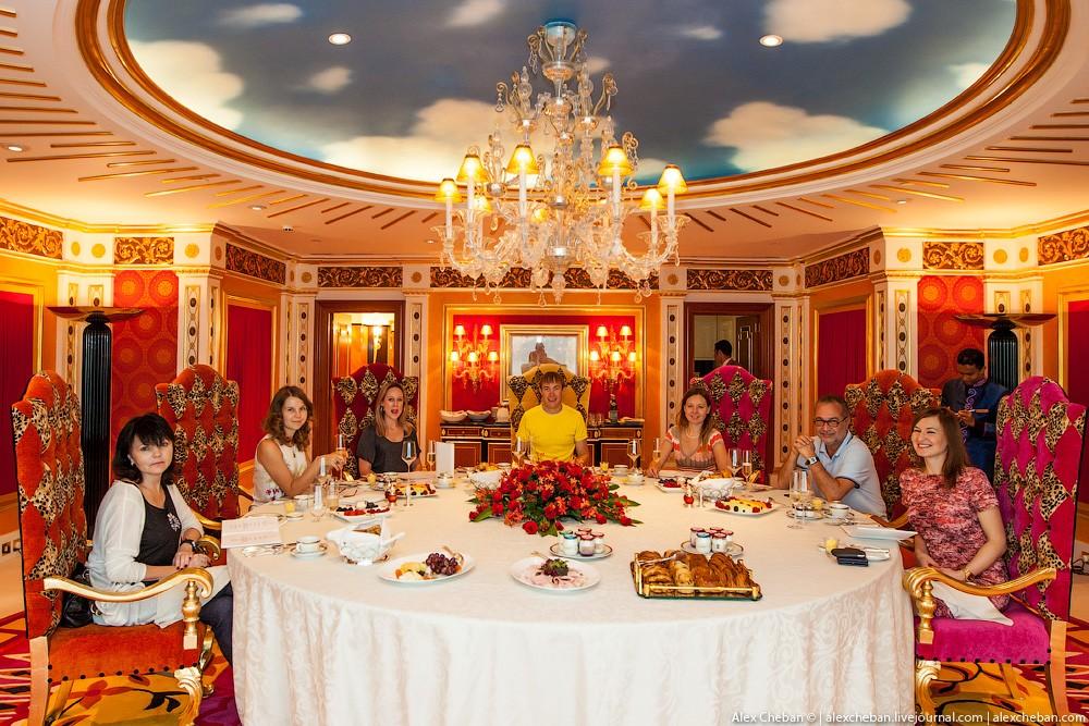 BurjAlArab43 ouro para xeques e oligarcas: o quarto mais caro no hotel Burj Al Arab sete estrelas