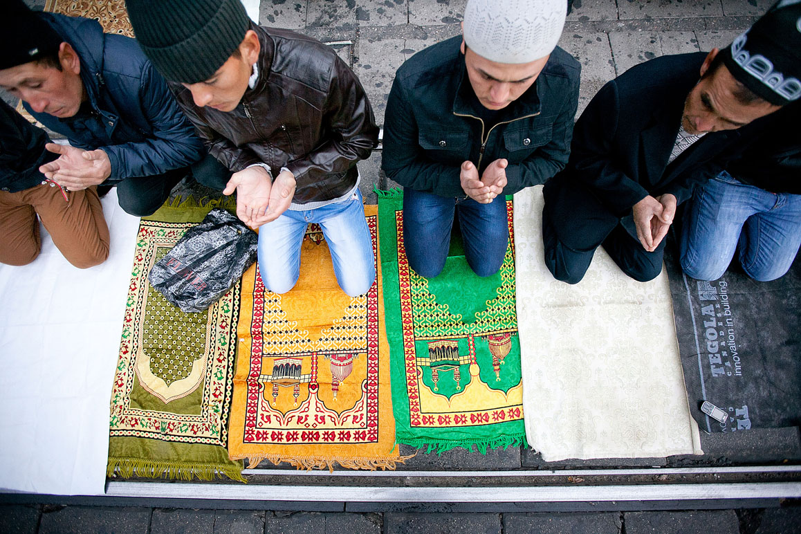 Праздник Курбан-байрам - десятки тысяч мусульман в Москве (фоторепортаж)