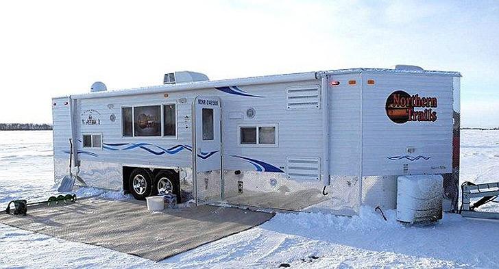 Mobilehome01 Мобильный дом для зимней рыбалки на льду