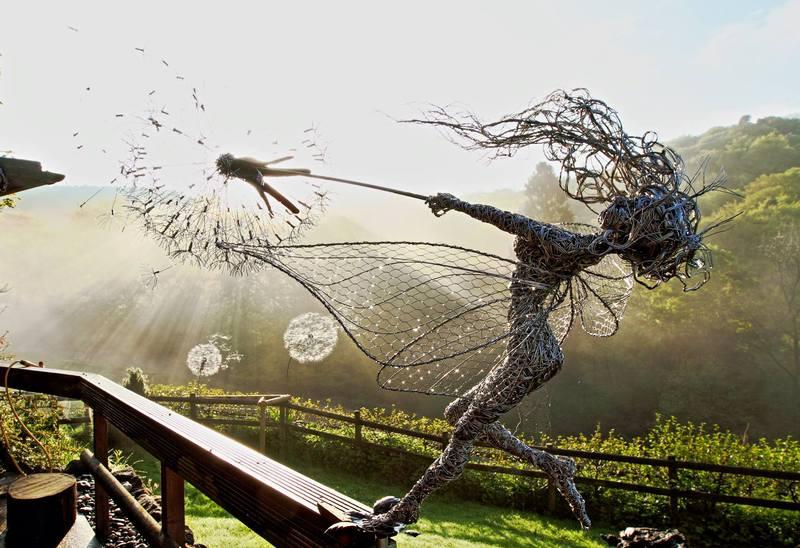 RobinWhite01 Удивительные скульптуры из стальной проволоки