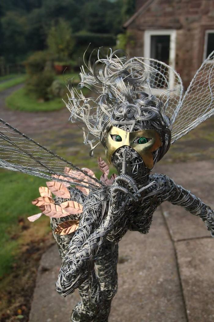 RobinWhite02 Удивительные скульптуры из стальной проволоки