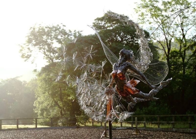 RobinWhite08 Удивительные скульптуры из стальной проволоки