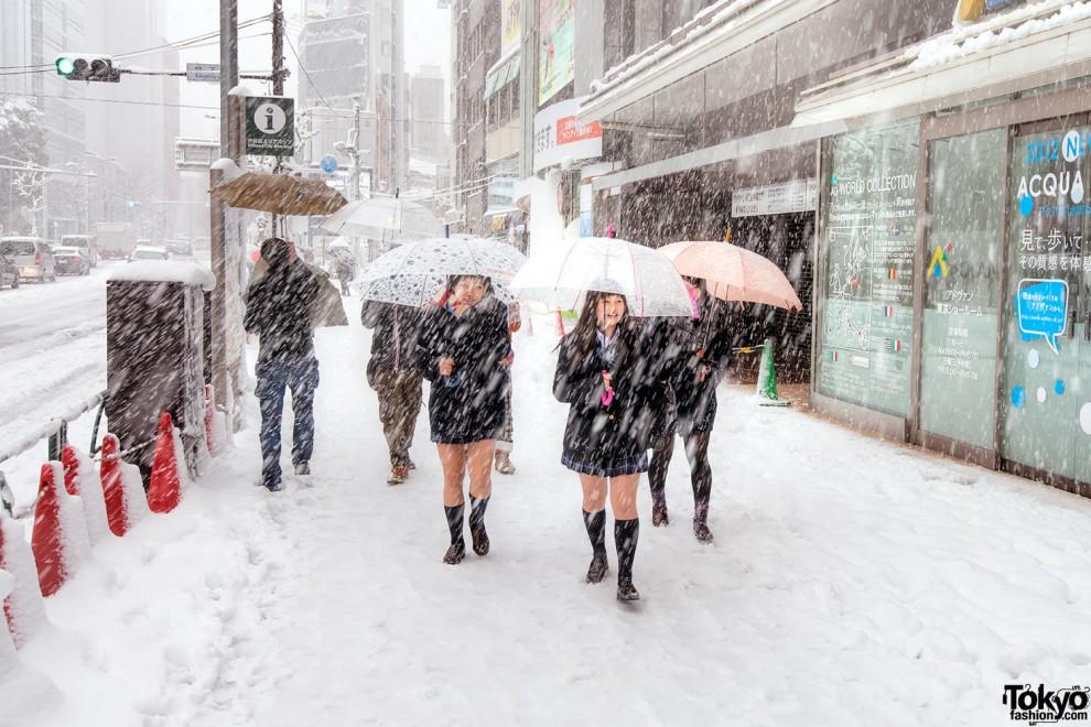 Система центрального отопления есть только в префектуре Хоккайдо — самой холодной части страны. Остальное население Японии обогревает себя самостоятельно.