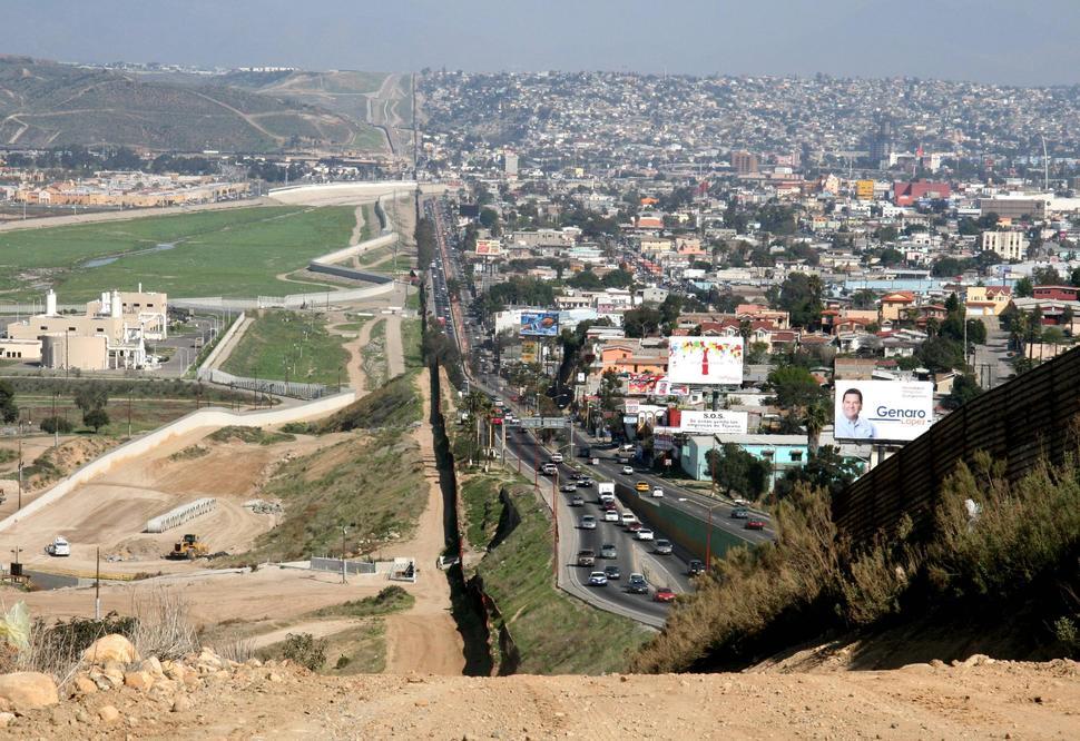 borders09 Самые необычные границы, которые наглядно демонстрируют политику государств