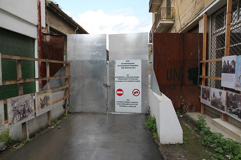 borderwalls02 10 мрачных пограничных стен, разделяющих мир