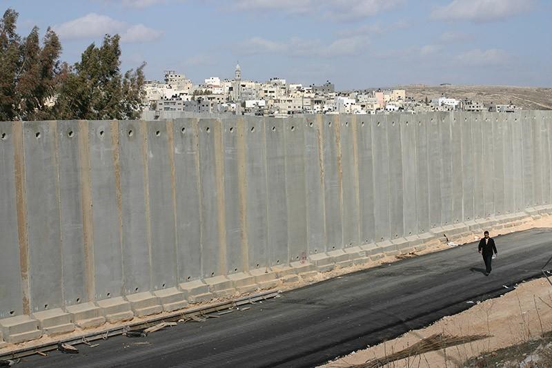 borderwalls04 10 мрачных пограничных стен, разделяющих мир