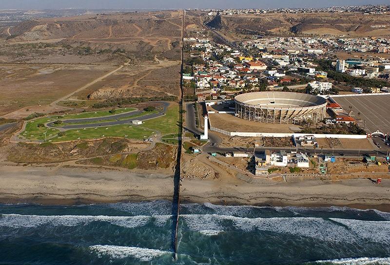 borderwalls19 10 мрачных пограничных стен, разделяющих мир