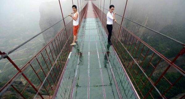 Стеклянный мост для любителей острых ощущений