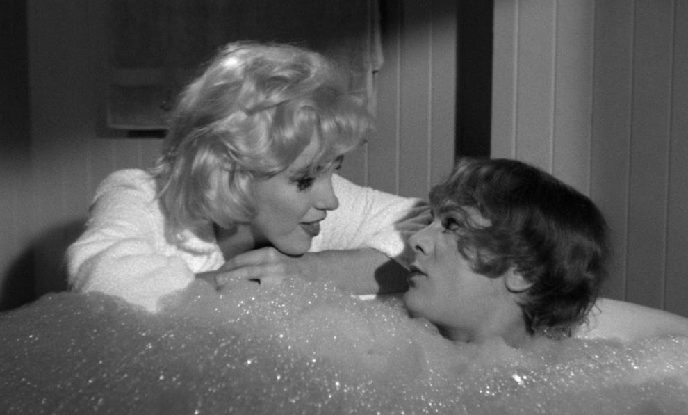 Уловка 10 Скажите по телефону что лежите в ванной. Мужчины, будьте бдительны: 12 уловок, которым женщин учит глянец
