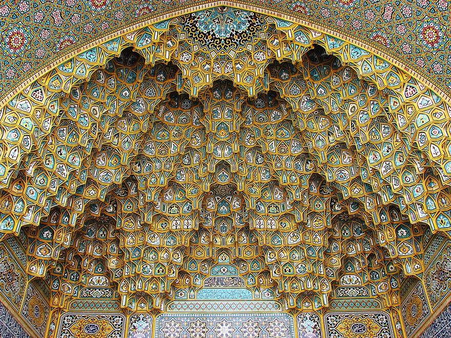 MosqueCeilings06 Чарующие и гипнотизирующие своды мечетей