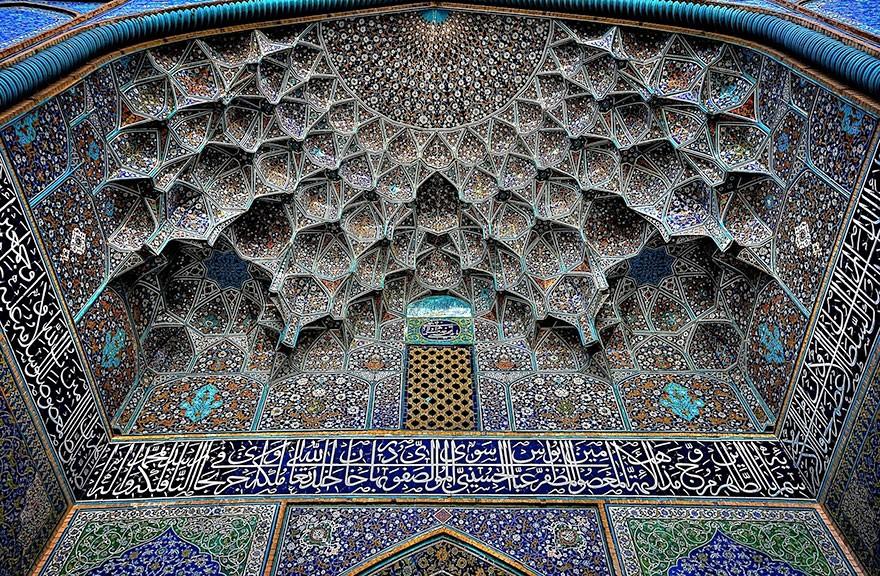 MosqueCeilings07 Чарующие и гипнотизирующие своды мечетей