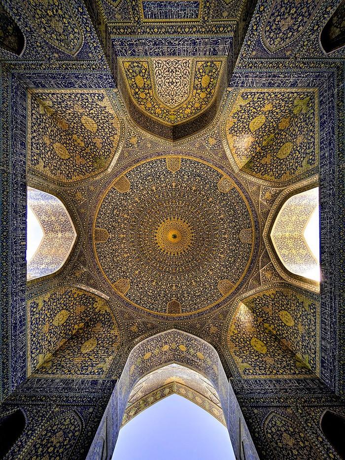 MosqueCeilings08 Чарующие и гипнотизирующие своды мечетей